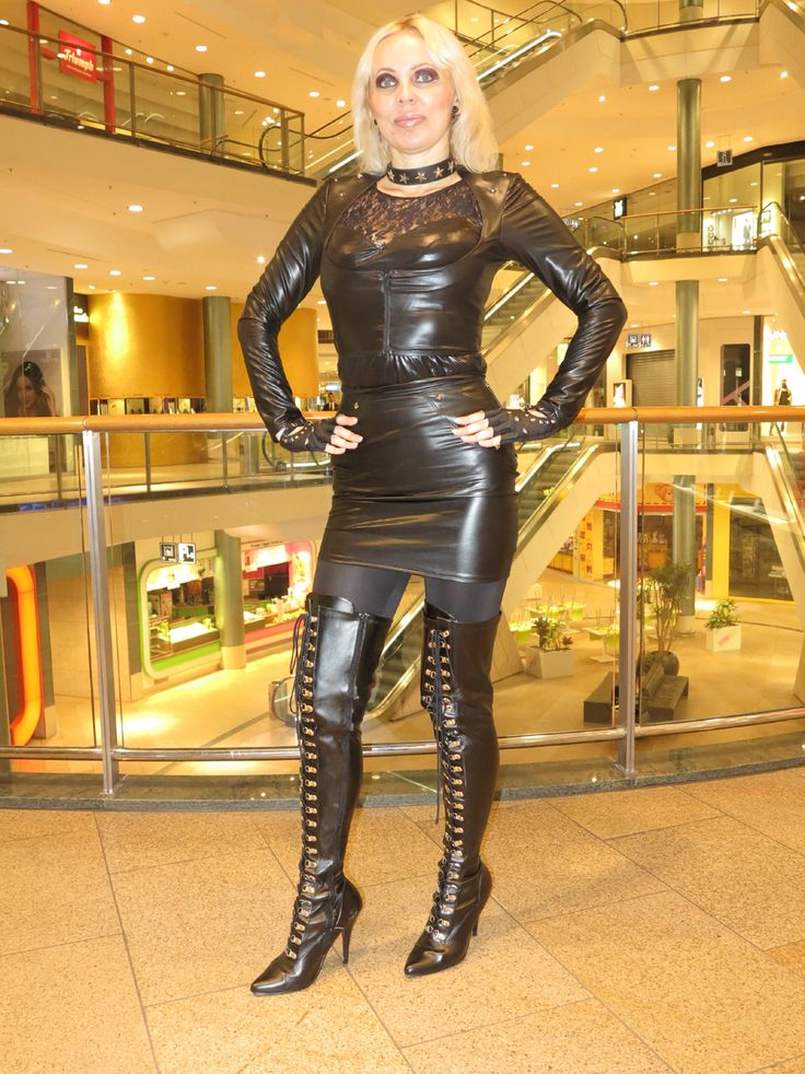 LOREXA Wetlook Lady DOLLY BARBINA in Public beim Shopping ...