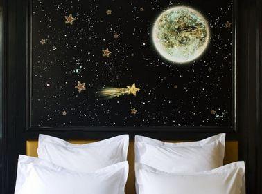 Fabriquer et peindre une tête de lit étoilée