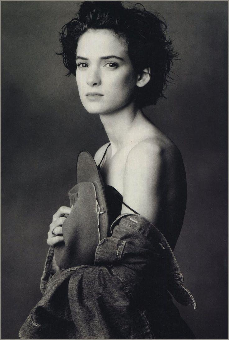 Wynona Ryder by Annie Leibovitz_ Posa e luce, non mi piace il ciuffo mozzato