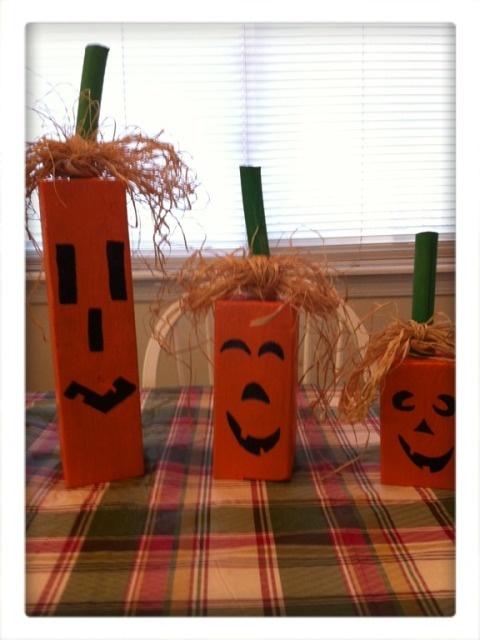 Pumpkin Family http://kathewithane.blogspot.com/2011/09/simple-wooden-pumpkin-family.html