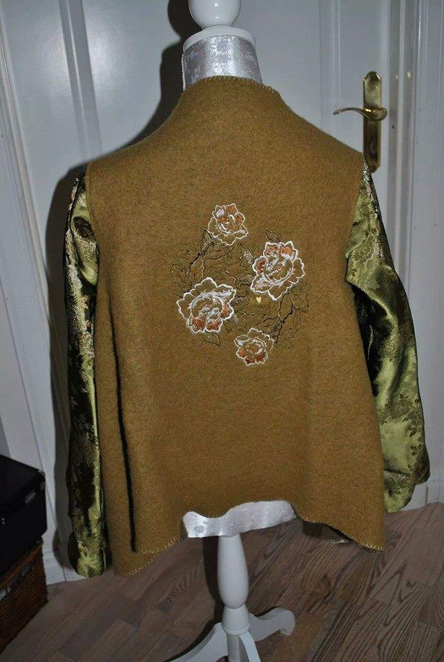 Syet Uldjakke med broderi og kimonoærmer Wooljacket whith embroideret flowerpower and kimonosleves