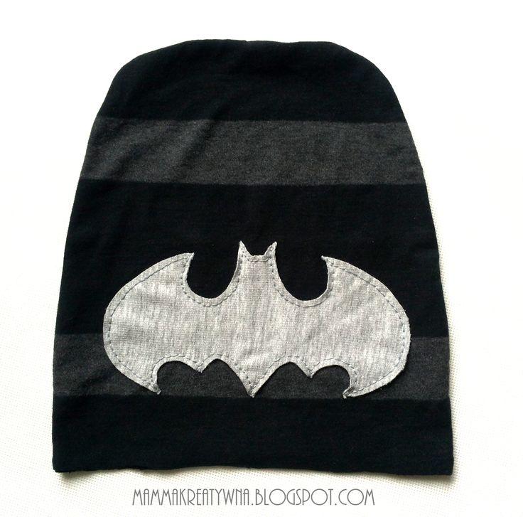 Ręcznie szyta czapka stworzona z dziurawego T-shirta. Handmade sewing beanie from old T-shirt with BATMAN logo.