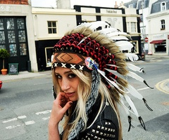 NativeWhite People, Indian Headdress, Art Inspiration, Head Dresses, Girls Dresses, Indian Girls, Yer Headdress, Boho Style, Chiefs Headdress