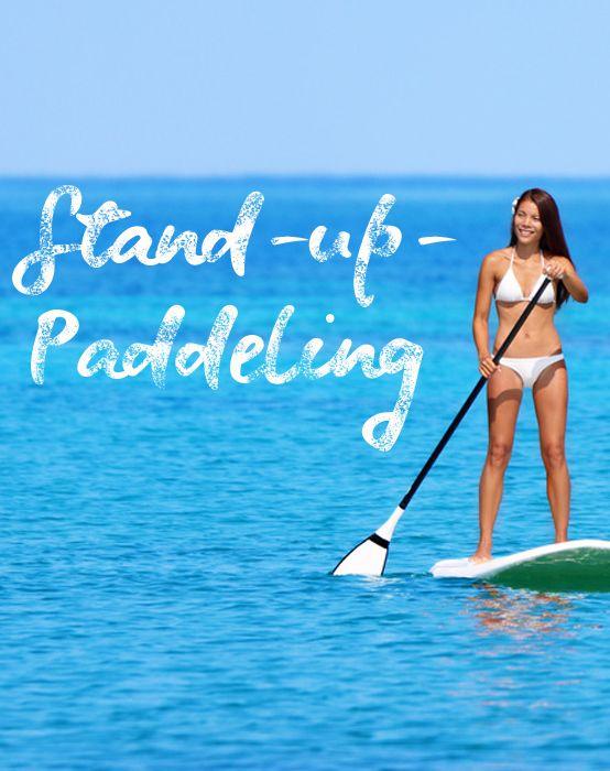 Trendsport Stand-up-Paddling: Spaß & Ganzkörper-Workout auf dem Wasser.  Was haben polynesische Fischer, Jennifer Aniston und die deutsche Fußball-Nationalmannschaft gemeinsam? Sie alle sind begeisterte Stand-up-Paddler! Wie es funktioniert und welche Ausrüstung ihr dazu braucht - erklären wir euch hier! #standuppaddeling #körper #stehen #figur #fit #training #ganzkörper #wasser #urlaub #surfbrett #hammersport #workout #kanu #paddeln #muskeln