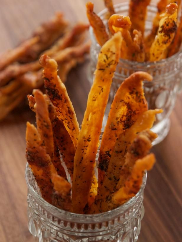 Crispy Chicken Skins Recipe Appetizers And Dips In 2019 Food Network Recipes Chicken Skin