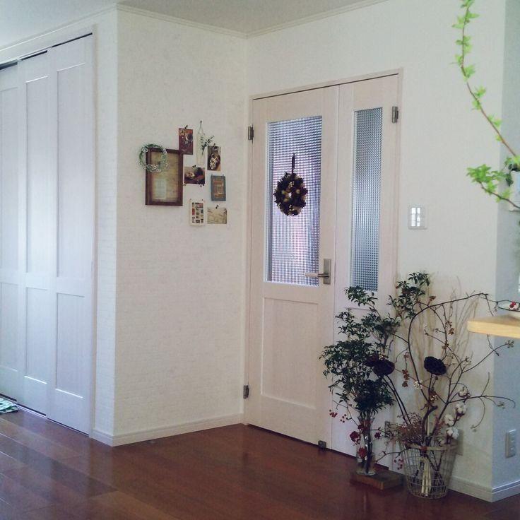 チェッカーガラスの扉のインテリア実例写真