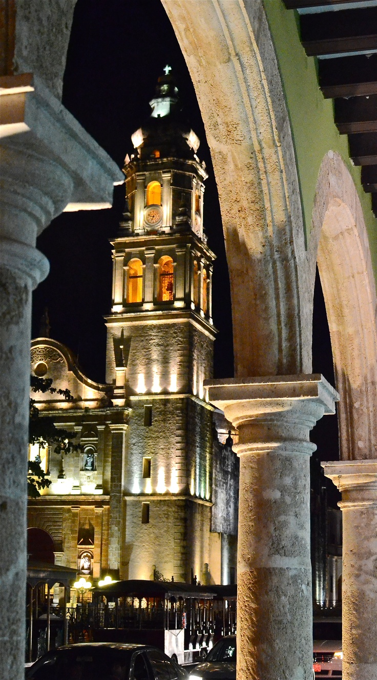 Cathedral, plaza de la independencia. Campeche, Mexico.