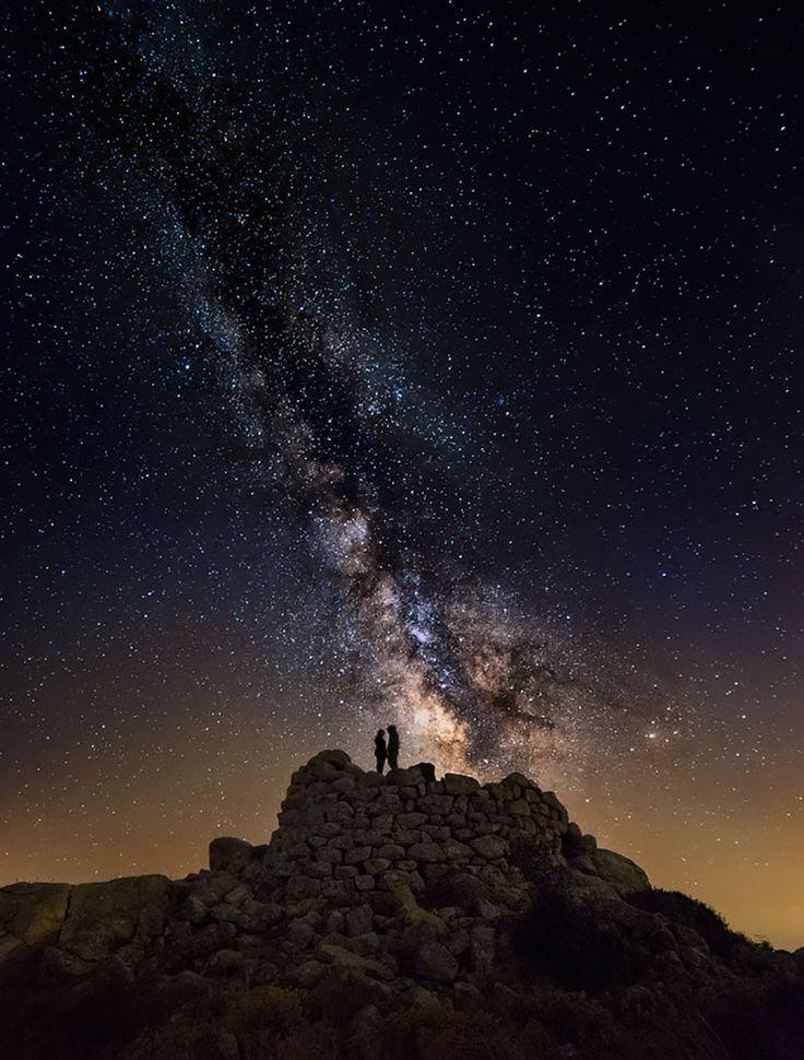 Us, teeny-tiny dots of the Universe. Photo Ivan Pedretti