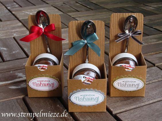 Für alle Nutella-Liebhaber: Den süßen Schokoaufstrich gibt es auch im Mini-Format mit nur 30 g Inhalt :) Für alle Bastelfans: Genau das Richtige, um eine schöne Verpackung drumherum zu zaubern! Ide…
