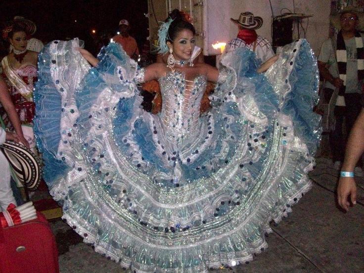 CINTHYA SANTIAGO, REINA DEL CARNAVAL DE PUERTO COLOMBIA 2011(ATLÁNTICO), 'SINFONÍA DE CUMBIA EN AZUL'.