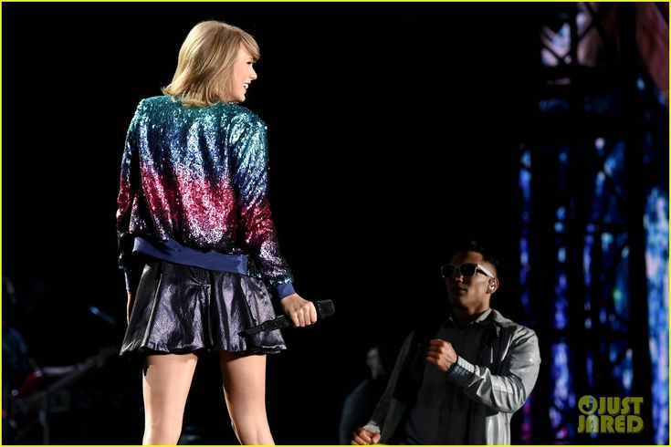 Taylor Swift & Rachel Platten Sing Their 'Fight Song' Together for Second Philly Tour Stop - Watch Now!