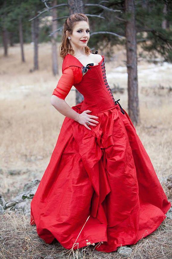 Questo abito di seta sorprendente è stato ispirato da una serie di fantasia scozzese.  Questo abito è scontato perché è stata usata una volta per un servizio fotografico. Pronto per la spedizione è perfette condizioni vicino.  Questo abito si adatta: Busto 36-38.5 Vita 27.5-30 Hip 36-38.5  Si adatta ad unaltezza di 59  Perfetto per la sposa alternativa o per una festa speciale mascherata.  La parte bella mia abiti due pezzi sono che siete in grado di indossare il corsetto per ulteriori…