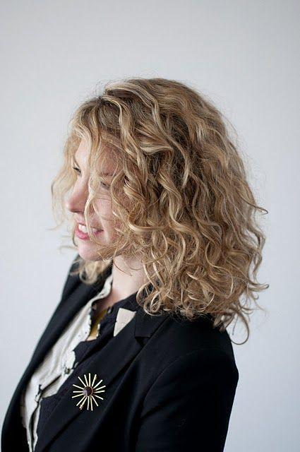 Kurzes Haar mit Schichten, um die Schönheit von Ihnen zu erhöhen