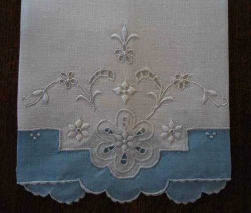 Vintage-Madeira-Bielizeň-Host-uteráky-modrá-biela-vyšívané-Cutwork-Očká