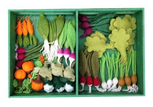 This absolutely gorgeous, handmade, 100% pure wool felt garden has everything your child needs to plant their own veggie garden all year round! - Felt Veggies, Pretend play food