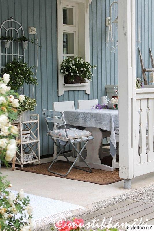 terassi,piha,maalaisromanttinen,koristeellinen,koriste-esineet,tunnelmallinen,valoisa,vaalea