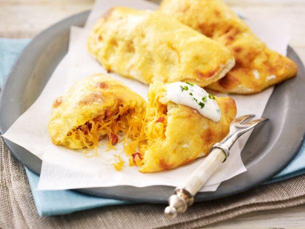 Unser beliebtes Rezept für Kartoffel-Sauerkraut-Piroggen und mehr als 55.000 weitere kostenlose Rezepte auf LECKER.de.