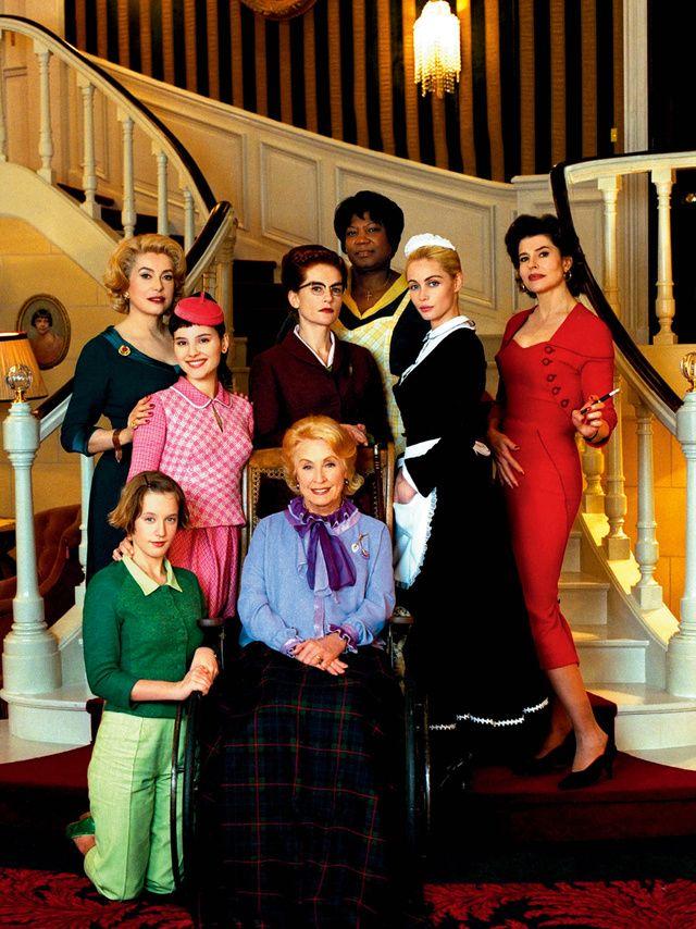 Ludivine Sagnier, Catherine Deneuve, Virginie Ledoyen, Danielle Darrieux, Firmine Richard, Emmanuelle Beart et Fanny Ardant dans « 8 femmes » de François Ozon en 2002.