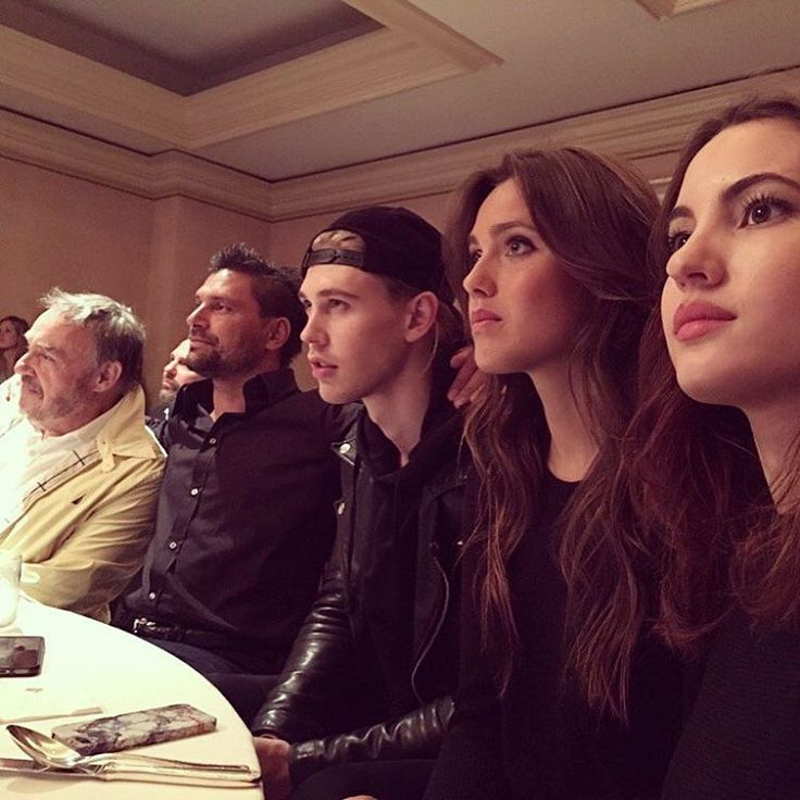 "The Shannara Chronicles on Instagram: ""Our incredible cast watching the #Shannara premiere right now. What does everyone think of the first hour?"""