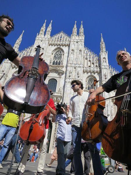 Primo blitz musicale in Piazza Duomo