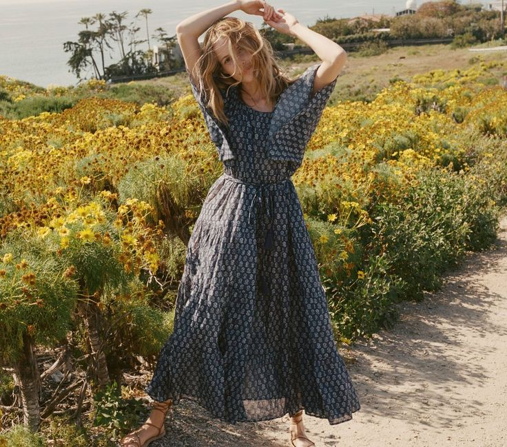 In 100% cotton, the DÔEN Sorell Dress is the perfect piece for slipping on and drifting along with the breeze. The addictively comfortable cotton construction pairs with the easiest cut - with floaty