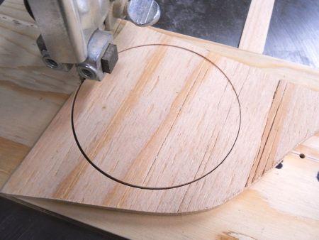 Band Saw Super Simple Circle Cutting Jig / Gabarit super simple pour couper des cercles à la scie à ruban | Atelier du Bricoleur (menuiserie)…..…… Woodworking Hobbyist's Workshop