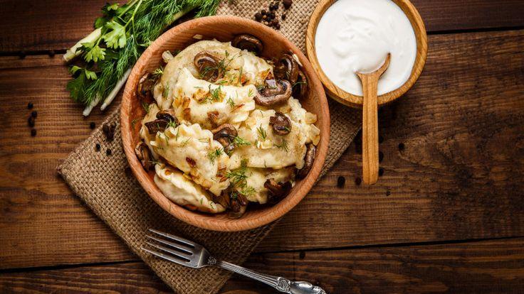 Ravioli de pecorino ao molho de cogumelos porcini