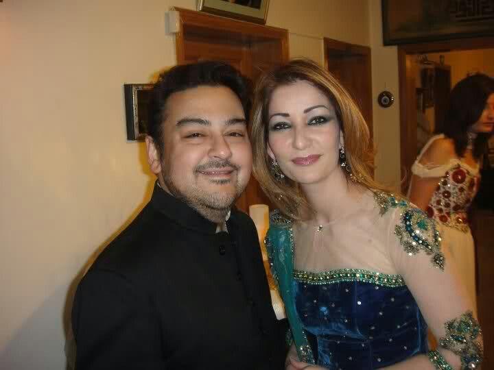 Adnan sami with his wife | Stars - 33.7KB