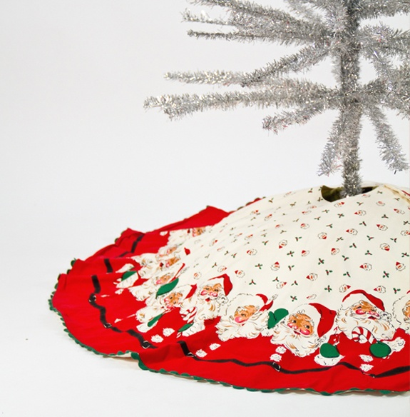 Love My Retro Santa Tree Skirt