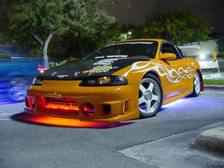 Ang isang larawan ng kotse Mitsubishi Eclipse Gsx Turbo