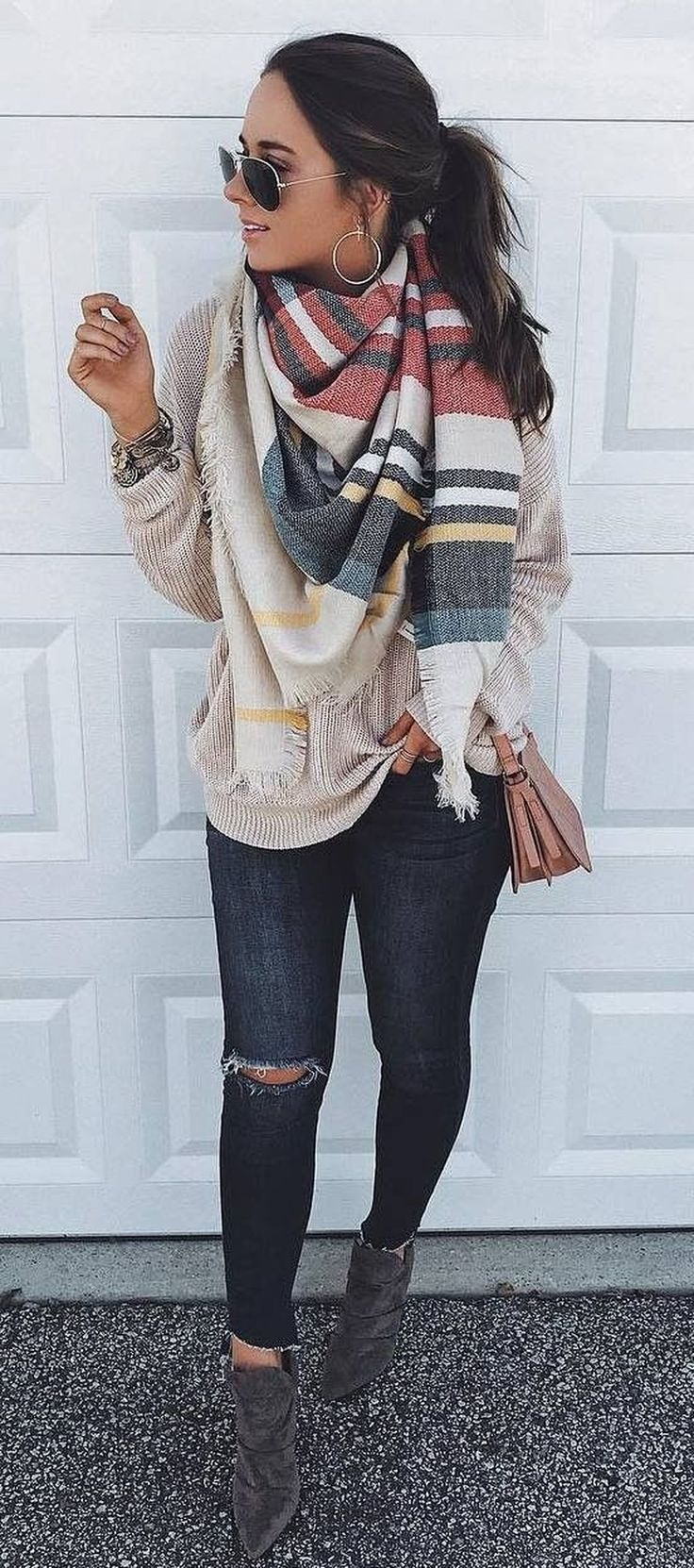 Nice 33 Stunning Street Fashion Outfit Winter 2017. More at http://trendwear4you.com/2017/12/28/33-stunning-street-fashion-outfit-winter-2017/ #winteroutfits