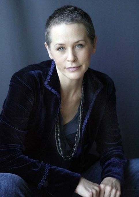 Love Melissa McBride - Wish I had the face to wear this look.