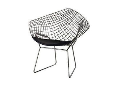 """La Diamond Chair del 1952 è un classico del design moderno. Il design innovativo e futuristico della Diamond Chair è il risultato delle sperimentazioni di Harry Bertoia con bacchette di metallo flessibile, prove che hanno dato origine a una venerata collezione di sedute di cui la Diamond Chair è forse l'esempio più conosciuto e riuscito. Bella e confortevole, Harry Bertoia la definì """"una scultura fatta d'aria e di acciaio"""".  Il produttore è Knoll. #sedie #chairs #design"""