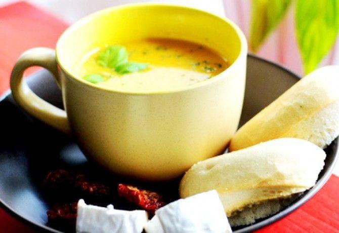 Pikáns sárgarépa-krémleves recept képpel. Hozzávalók és az elkészítés részletes leírása. A pikáns sárgarépa-krémleves elkészítési ideje: 25 perc