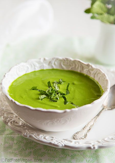 Minty Raw Pea and Spinach Soup [Healthy, Vegetarian, Vegan, Winter, Whole grain, Green] http://papasteves.com