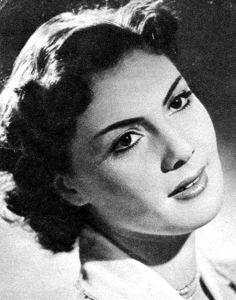 Bara Margit Éva 1928. június 21-én látta meg a napvilágot, Kolozsváron. A család székely származású, 1955-ben települtek át a mostani Magyarországra. A színésznő több idegen nyelven is beszél, így románul, spanyolul, angolul, franciául is. Első jelentősebb filmje Sinkovits Imre és Bessenyei Ferenc oldalán volt a Szakadék c. '56-os filmben. Következő sikerfilmje a Bakaruhában c. magyar filmsiker volt.
