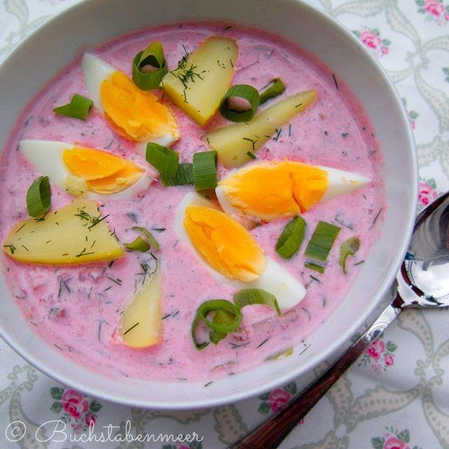 Diese Suppe kenne ich aus meiner Kindheit. An heißen Sommertagen überwiegend von meinerOma zubereitet und von mir heiß geliebt. Ich liebe rote Beete, es ist das Gemüse meiner Kindertage. Diese Spe...