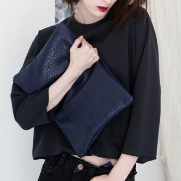 [Mild Clutch] A faux leather clutch featuring a top zipper placket. Great & Useful item to store books or essential items. Simple and Casual style leather clutch.