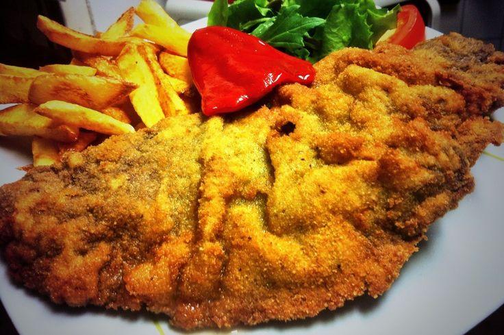 Cachopo casero asturiano. Ternera asturiana rellena de jamón ibérico de bellota y queso de Vidiago. Restaurante Vinoteo Oviedo. c/ Campoamor, 29, Oviedo. T 984 08 16 96 #Asturias #Gastronomía #Calidad #ComidaCasera #Menu #HoraDeCenar #HoraDeComer #Comida #Comer #OviedoEstaDeModa #Foodie #FoodieLovers #Menú #GastroLovers #Fame #Vino #Vinos #IrDeVinos #Gastronomia #FoodPorn #Yummy