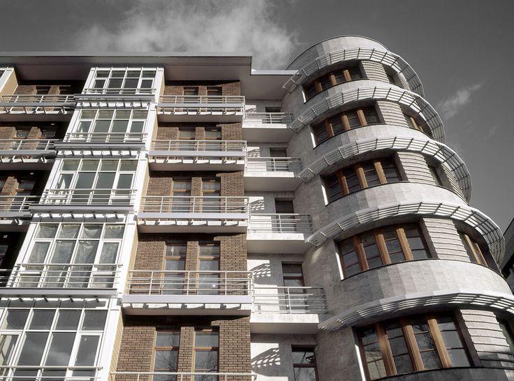 Жилой дом на улице Бурденко, д. 10 : Sergey Skuratov Architects