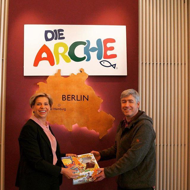 65 #care Pakete der Aktion #cbg17 , mit tollen Geschenken für die Kinder der @die_arche Berlin Wedding wurden heute von uns übergeben.  #candybgraveller #candy #care #carepackage #carepaket #charity #wohltätigkeit #luftbrücke #biker #radler #arche #diearche #archewedding #kinder #geschenkefürkinder #geschenke #goldentulipberlin