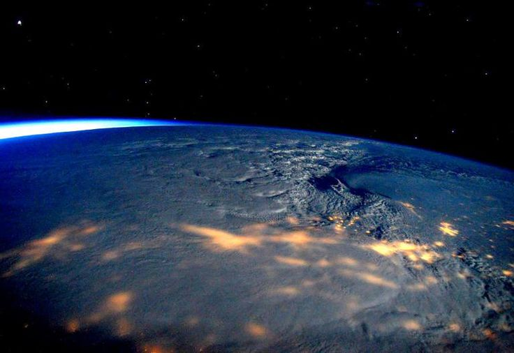 Vue depuis la Station spatiale internationale, la tempête Jonas est superbe.   NASA / REUTERS