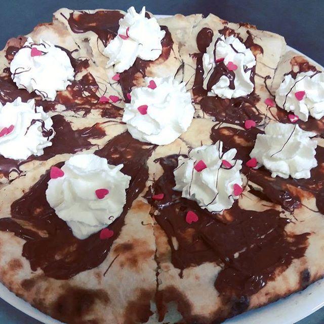 Focaccia Nutella e panna!!! #ristorante #restaurant #pizzeria #pizza #ilpergolatotivoli #ROMA #Tivoli #food #foodie #foodpic #foodpics #foodporn #instafood #instagood #consigliounposto #nutella #photooftheday #focaccia