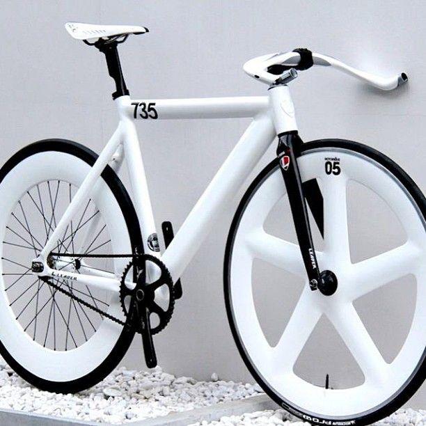 biały rower robiony na zamówienie