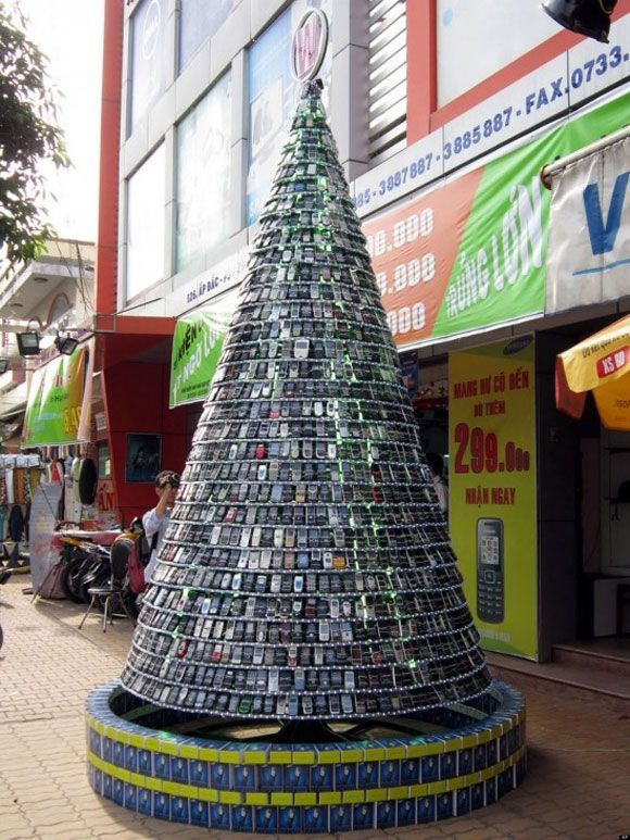 Unusual Christmas Trees ~ This is a CELL PHONE CHRISTMAS TREE!!!