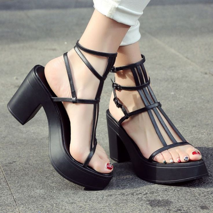 Stars with the same word with high-heeled sandals, Milan go show bandages hollowed out, Rome sandals and sandals.