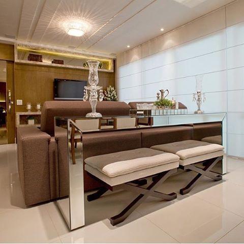 Amamos essa combinação de aparador + espelhos + puffs ficou extremamente perfeita ❤️❤️ @arqmbaptista @maisinteriores #architecture #beautiful #casadecor #casaclaudia #design #designers #designinterior #dream_interiors #designinteriores #designinteriores #designinspiration #decorarte_decoracao #elegancy #house #houseroom #interiors #inspiracao #inspiração #interiores #intetiores #inspiration #CriativosDT #myhouseideia
