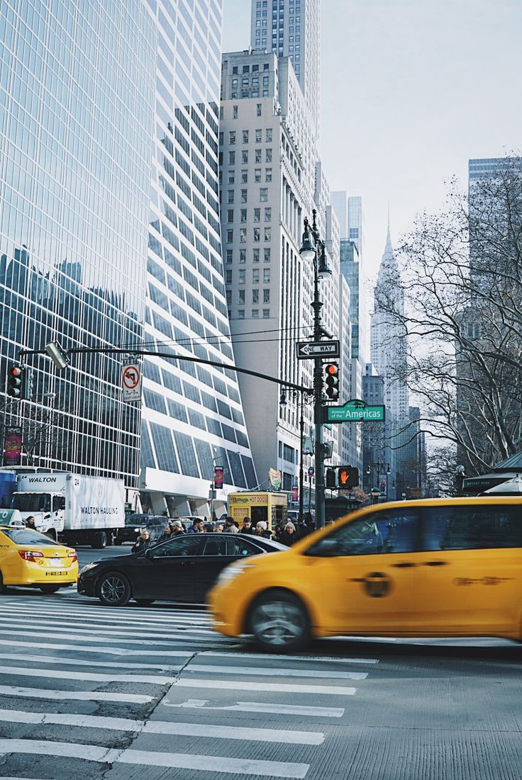 edit photos vsco sony a6300 how to edit photos for instagram instagram feed aesthetic photography help editing lightroom photoshop edit applications technique techniques nyc photography new york city shutter speed taxi cab empire state building