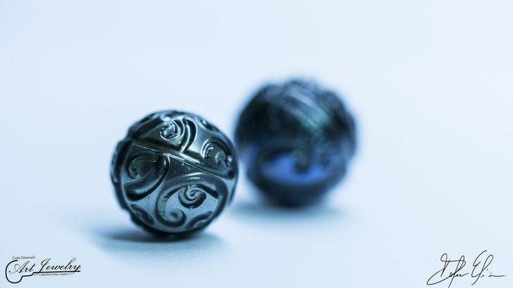 La perla è la regina delle gemme e la gemma della regine. #black #pearl #Tahiti https://www.facebook.com/gioiellicosta/ https://instagram.com/costaemanuele_artjewelry/