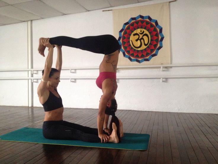Lu y Gabi en yoga pedregal yoga en pareja   Yoga ...